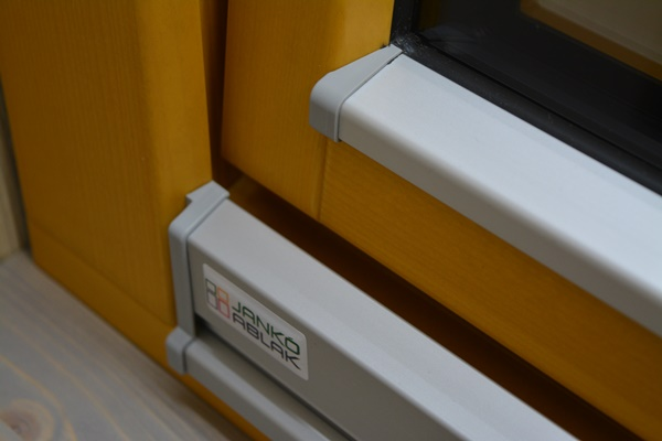 modern vonalvezetésű vízvető, és szárnytakaró  DSC_0973.JPG